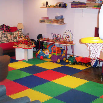 Kids play room ideas in basement floors for Flooring for child s bedroom