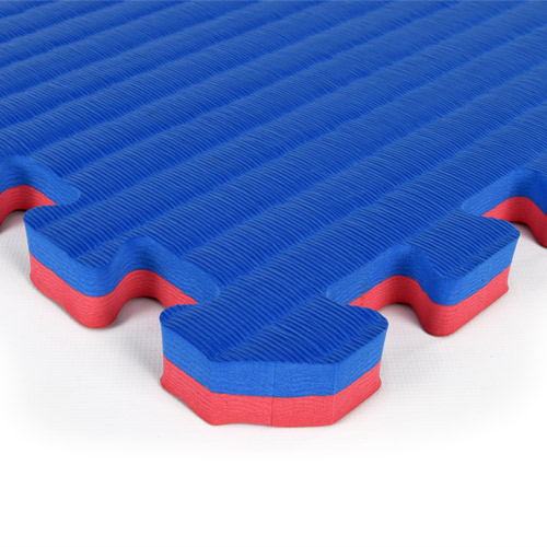 Home Tatami Sport Tile 7/8 Inch blue red corner.